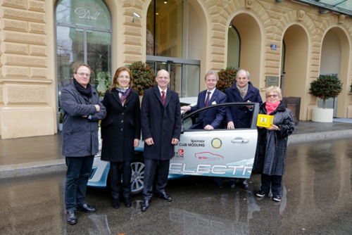 Das Hilfswerk Mödling freut sich über den neuen e-Volvo.